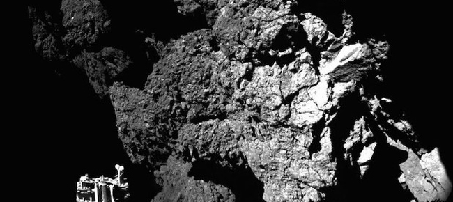 zond-philae-peredal-pervyj-snimok-s-poverxnosti-komety-na-zemlyu