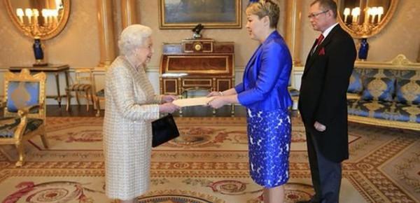 Посол Украины Наталья Гарибаленко шокировала английскую королеву Елизавету II