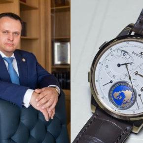 Пока уровень жизни в Новгородской области стоит на месте, губернатор Никитин пополняет свою коллекцию дорогих часов